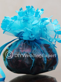 Ideas for diy wedding favors that you can create for your wedding.